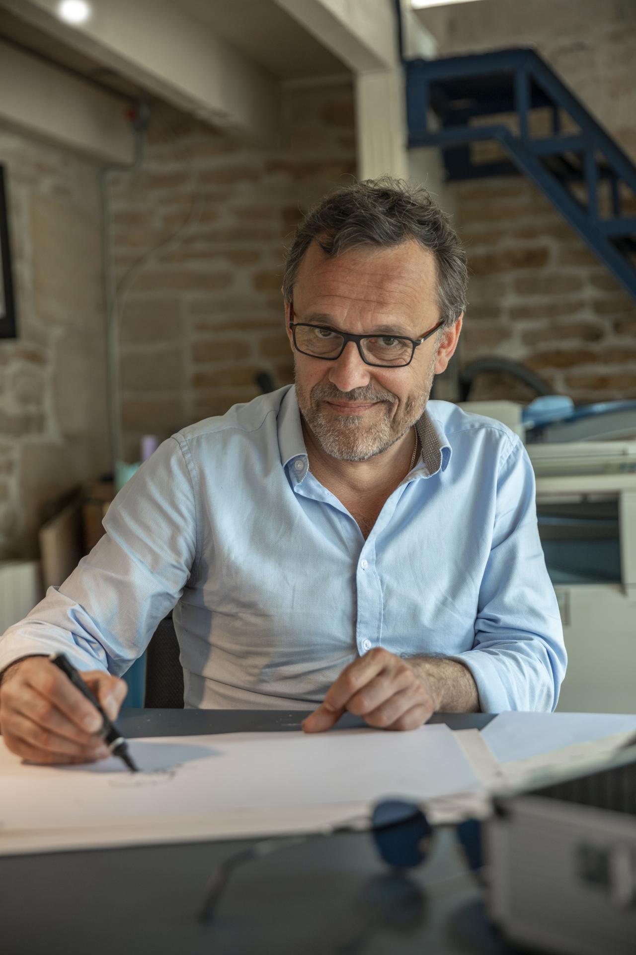 Rendez-vous avec Emmanuel Chaunu dans son atelier, en Normandie.