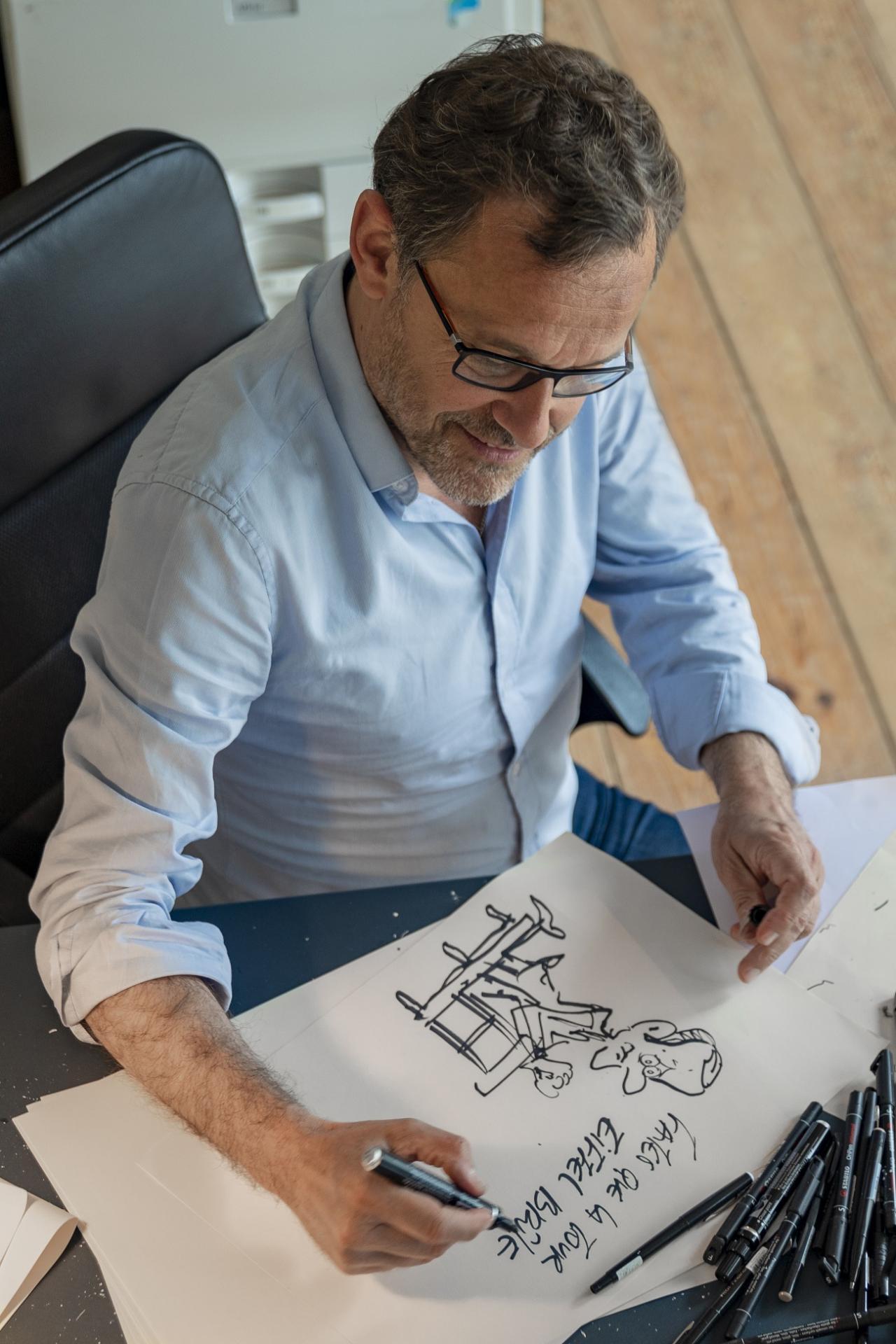Emmanuel Chaunu, dans son atelier de Normandie.