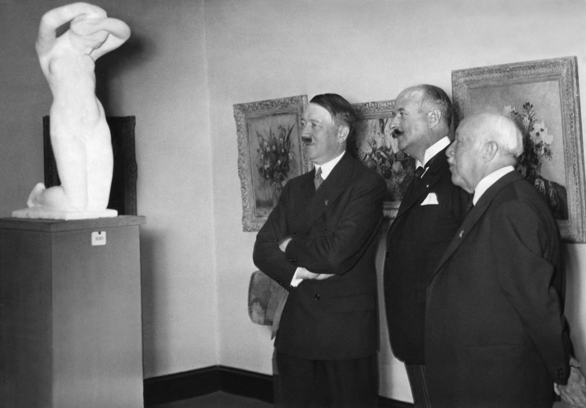 A. Hitler et A-F. Poncet,  Berlin, Parizer Platz, 1937.