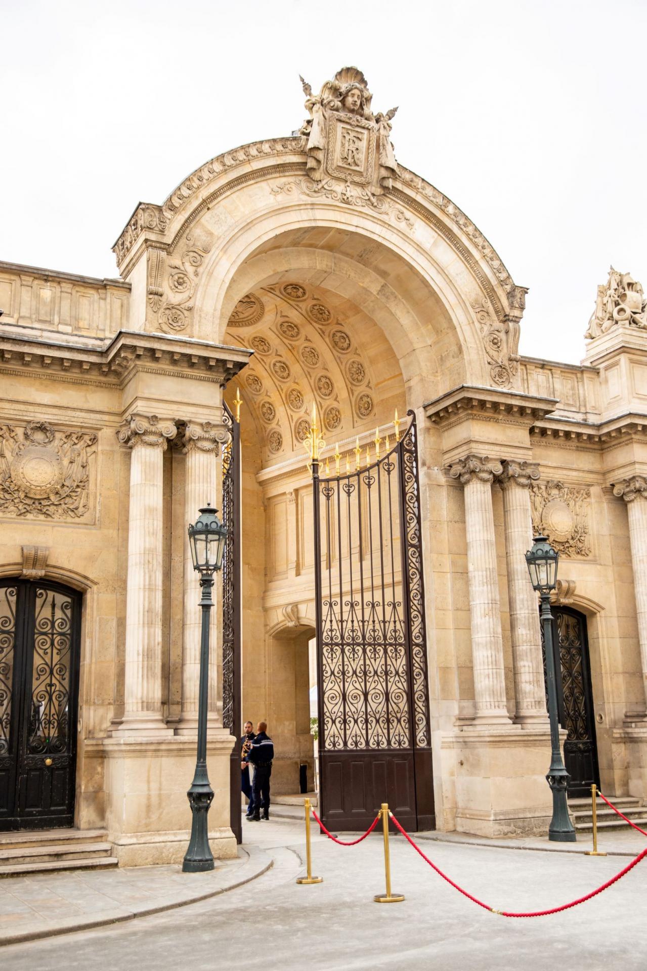 Entrée de l'Elysée au 55, rue du Faubourg Saint Honoré.